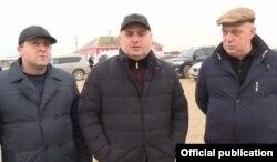 Представители Генпрокуратуры первым делом решили проверить работу мэрии Махачкалы, которую возглавляет Муса Мусаев (в центре)
