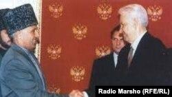 Оьрсийчоь -- президенташ - Ельцин Бориссий, Масхадов Асланний Машар бийцинчул тIаьхьа, Москох, 12Сти1997.