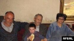 Porodica Marković, Fotografije uz tekst Mira Andrić