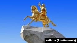 Թուրքմենստանի նախագահ Գուրբանգուլի Բերդիմուխամեդովի արձանը երկրի մայրաքաղաք Աշգաբատում
