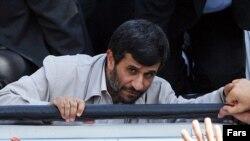 محمود احمدی نژاد، رییس جمهور اسلامی ایران، در سفر به استان چهار محال و بختیاری.