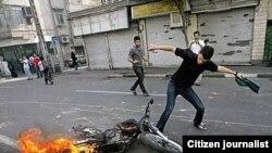 Yürüş edə bilməyən etirazçılar Tehranda narazılıq bildirmək üçün yeni şüar tapıblar