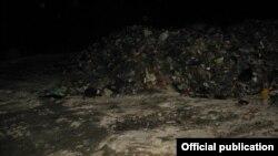 Сміття зі Львова скидали поночі, в темряві – фото поліції Київської області