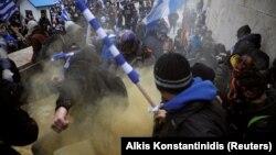 На акцію протесту проти угоди з Македонією вийшли десятки тисяч людей