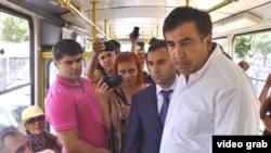 Михаил Саакашвили в одесском трамвае представляет жителям города нового главу местной полиции