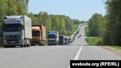 Чарга грузавікоў на беларуска-літоўскім памежжы, архіўнае фота