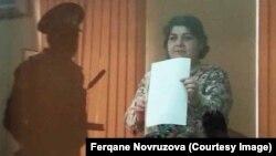 Хадиджа Исмаилова (справа) на суде по ее делу.