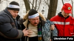 Veterans of the Chornobyl disaster cleanup continue their hunger strike in Kyiv on December 7.