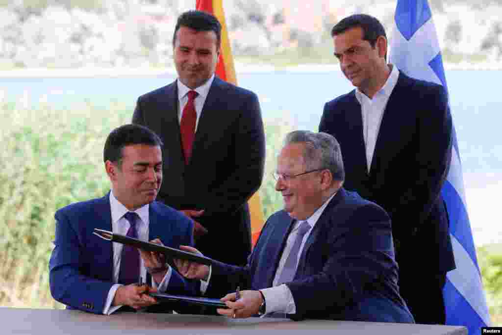 МАКЕДОНИЈА / ГРЦИЈА - Никос Коѕијас, поранешниот шеф на грчката дипломатија, во неговата викендичка на грчкиот остров Алонисос, пишува книга посветена на Договорот од Преспа, објавија грчките медиуми.