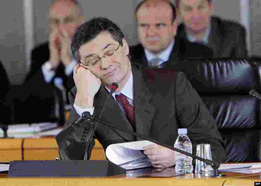 Известный французский политик ПатрикДеведжян радуется своему назначению на пост президента регионального совета одного из департаментов