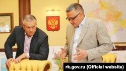 Сергей Аксенов (слева) и Эрнст Мавлютов (справа) на обсуждении проекта генплана Симферополя