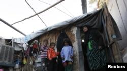 عائلة عراقية نازحة في معسكر أم البنين بالقرب من بغداد