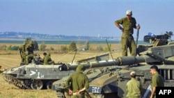 سربازان ارتش اسراییل، ساعتی پیش از یورش به نوار غزه در صبح روز چهارشنبه