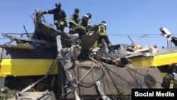 Рятувальники працюють на місці катастрофи