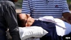 Хосьні Мубарака перавозяць верталётам хуткай дапамогі на судовы працэс