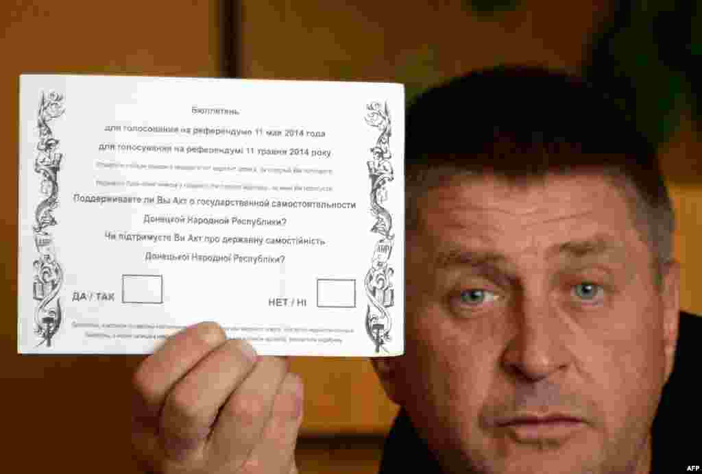 """Separatist leader and self-styled """"people's mayor"""" of Slovyansk Vyacheslav Ponomaryov holds """"ballot"""" on the eve of one of the two self-rule referendums, in Donetsk and Luhansk, deemed """"illegal"""" by Kyiv and the West. (AFP/Vasily Maximov)"""