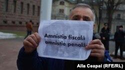 """Partide de opoziție protestează împotriva """"amnistiei fiscale"""""""