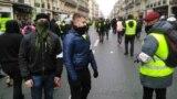 """""""Sary keltekçe"""" protestçileri."""