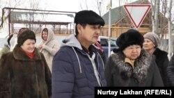 Жители дачного массива «Рахат-1» в Иргелинском сельском округе рассказывают об участившихся кражах. Алматинская область, 1 февраля 2017 года.