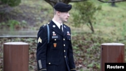 U.S. Army Sergeant Bowe Bergdahl leaves the courthouse after an arraignment hearing for his court-martial in Fort Bragg, North Carolina, December 22, 2015.