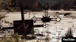 Cimitirul inundat de lacul de acumulare