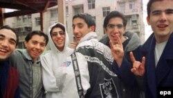 سپری کردن اوقات فراغت جوانان در ایران برای همه خانواده ها یک دغدغه به شمار می رود. (عکس: EPA)