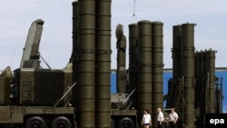 The S-400 antimissile system is capable of tracking some 300 targets and engaging three dozen simultaneously. (file photo)