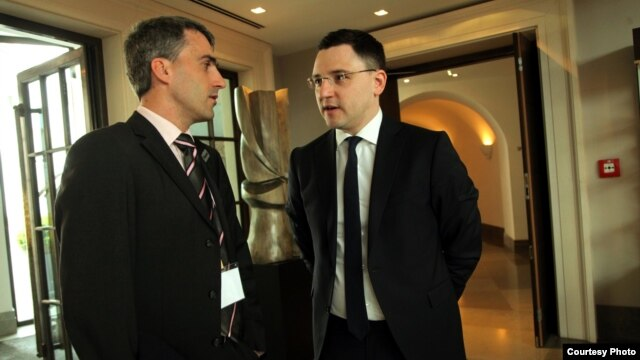 Dmytro Kotlyar (right), from the Ukrainian civil society initiative Reanimation Reforms Package, shares experiences with Robert Basch of the Open Society Fund.