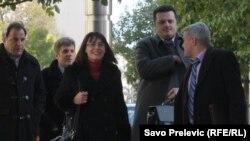 Predstavnici MANS-a i sindikalci ispred Vlade Crne Gore, 31. januar 2012.