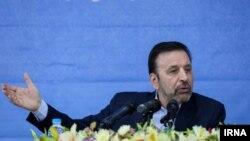 محمود واعظی میگوید که به هیچ عنوان دوست نداریم شاهد دخالت افراد و نهادهای غیرمسئول در حیطه مسائل اجرایی و وظایف دولت باشیم.