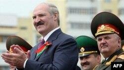 Предложение приютить ядерную бомбу застало белорусского главковерха врасплох