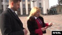 «Схеми» надіслали фото Каращенко з брендовими речами й прикрасами кореспондентці LB.UA Анні Стешенко, яка досліджує і публікує матеріали про те, які речі, яких брендів, носять українські депутати та чиновники