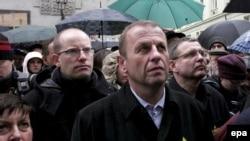 Более тысячи человек собрались в центре Праги в знак протеста против марша неонацистов