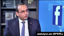 Министр охраны природы Армении Арцвик Минасян в студии «Азатутюн ТВ», Ереван, 22 августа 2017 г.