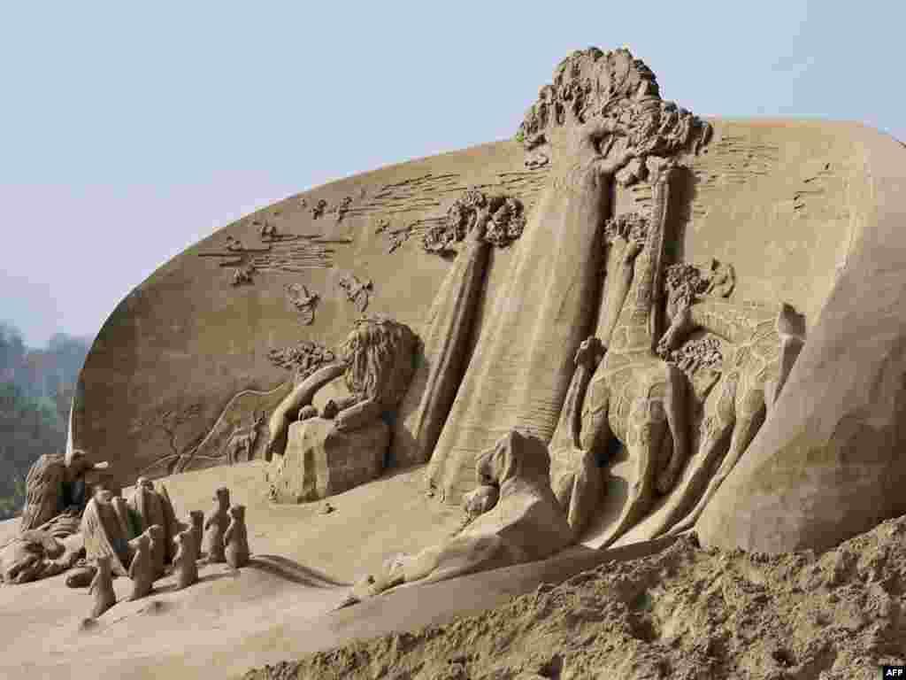 Нідэрлянды. Пясочныя скульптуры ў Рурмондзе.