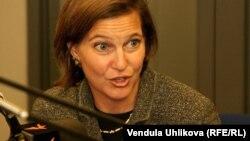 ویکتوریا نولند، سخنگوی وزارت خارجه آمریکا خواستار آزادی فوری افرادی در ایران شده است که به دلیل عقاید سیاسی و یا مذهبی در زندانها به سر میبرند.