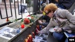 Анна Политковская несколько раз проходила в здание театрального центра и приносила воду для заложников