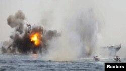 Ushtrimet ushtarake të Iranit në Gjirin Persik, 22 prill 2010.