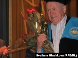 Эдвард Прескотт, нобелевский лауреат 2004 года. Астана, 24 мая 2012 года.