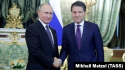 Russian President Vladimir Putin (left) meets with Italian Prime Minister Giuseppe Conte in Moscow on October 24.