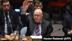Представник Росії в ООН Василь Небензя накладає вето на резолюцію США про розслідування використання хімічної зброї в Сирії. Нью-Йорк, квітень 2018 року