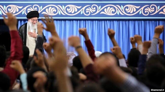 Ayatollah Ali Khamenei greets Iranian students, May 28, 2018.