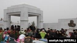 Расми ёдбуди Чингиз Айтматов дар Бишкек