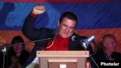 ԲՀԿ առաջնորդ Գագիկ Ծառուկյանը ելույթ է ունենում եռյակի հանրահավաքում, Երևան, 10-ը հոկտեմբերի, 2014թ․