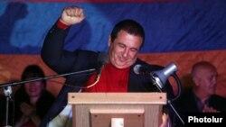 ԲՀԿ առաջնորդ Գագիկ Ծառուկյանը ելույթ է ունենում հոկտեմբերի 10-ի հանրահավաքում
