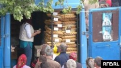 Coada la pîine la Strășeni