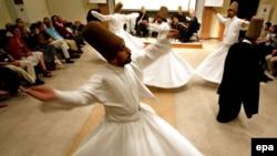 استنبول- د مولویه تصوفي سلسلې ځرخنده دروېشان- د ۲۰۰۷ ز کال د مې د میاشت دولسمه