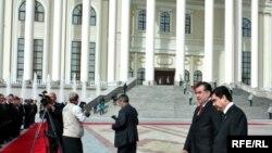Berdimuhamedow bilen Rahmon Duşenbede duşuşdy, 18-nji mart, 2010-njy ýyl.