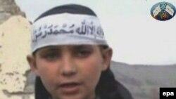 Цена вопроса может быть чрезмерной. На распространенном талибами в апреле ролике 12-летний мальчик отрезает голову боевику-пакистанцу, заподозренному в связях с ЦРУ