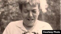 Уладзімер Караткевіч падчас здымак фільму «Родная зямля»